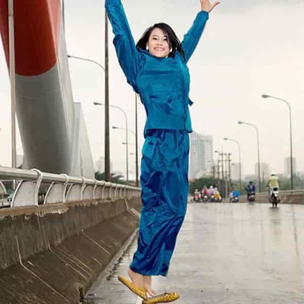can u wash a raincoat
